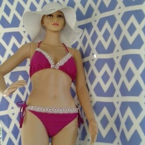 Op maroon 2 piece bikini and extra pink top